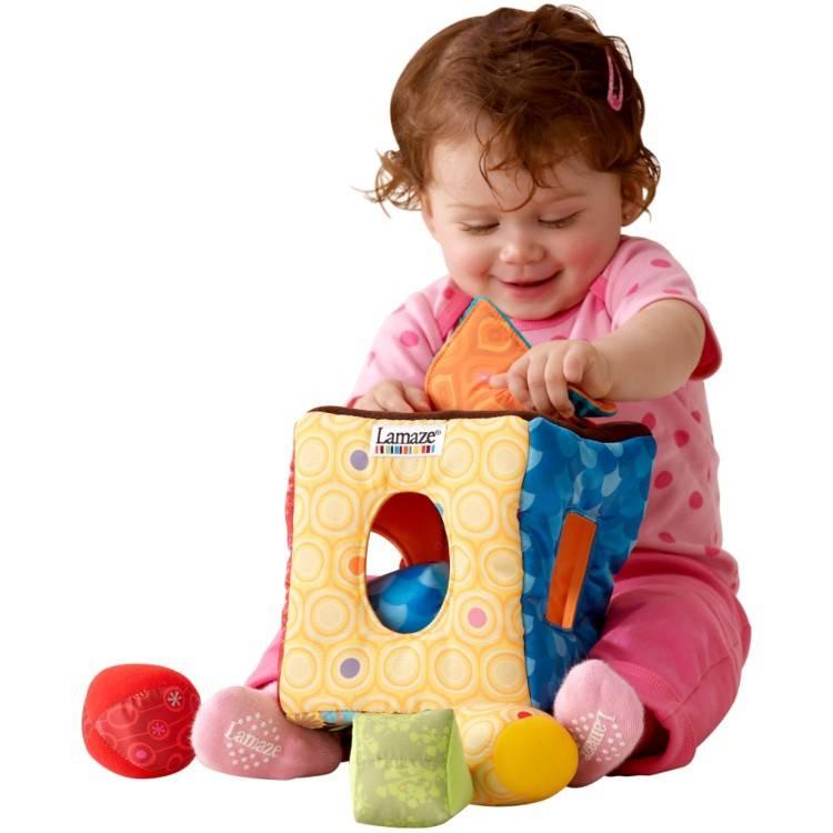 Какие игрушки нужны детям до года по месяцам развития