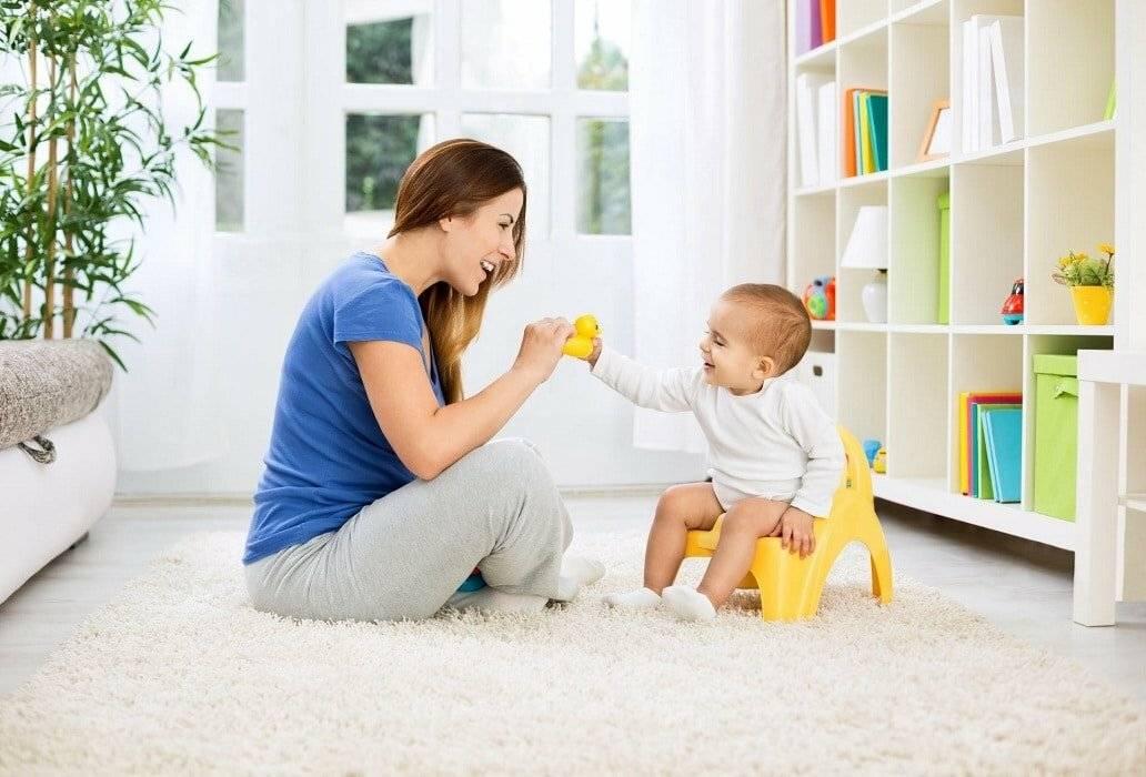 Если малыш не хочет испражняться, как его можно уговорить: хитрости опытных мам