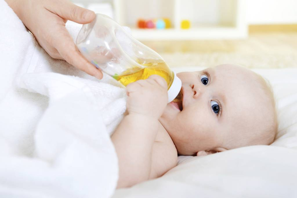 Почему новорожденный икает, что делать при икоте у ребенка после кормления - medside.ru