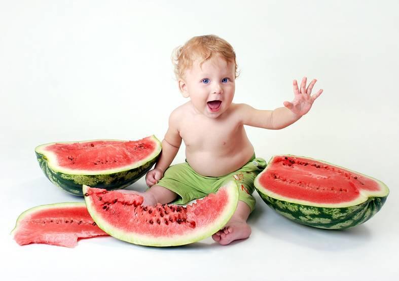 С какого возраста можно предлагать малышу арбуз и дыню