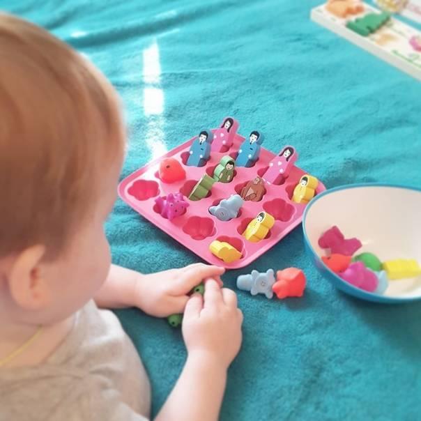 Чем занять ребенка в 4 месяца - развивающие игры, игрушки