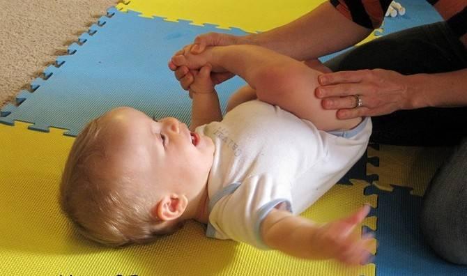 Умение удерживать голову – как научить ребенка держать голову