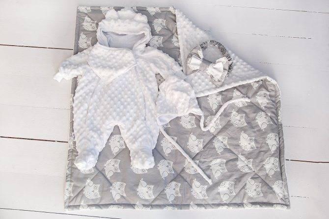 Во что одевать новорожденного летом?