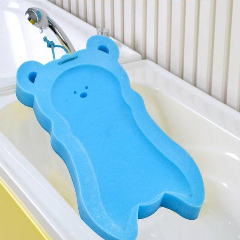 Моем кроху правильно: как выбрать губку для купания новорожденного и какие особенности использования?