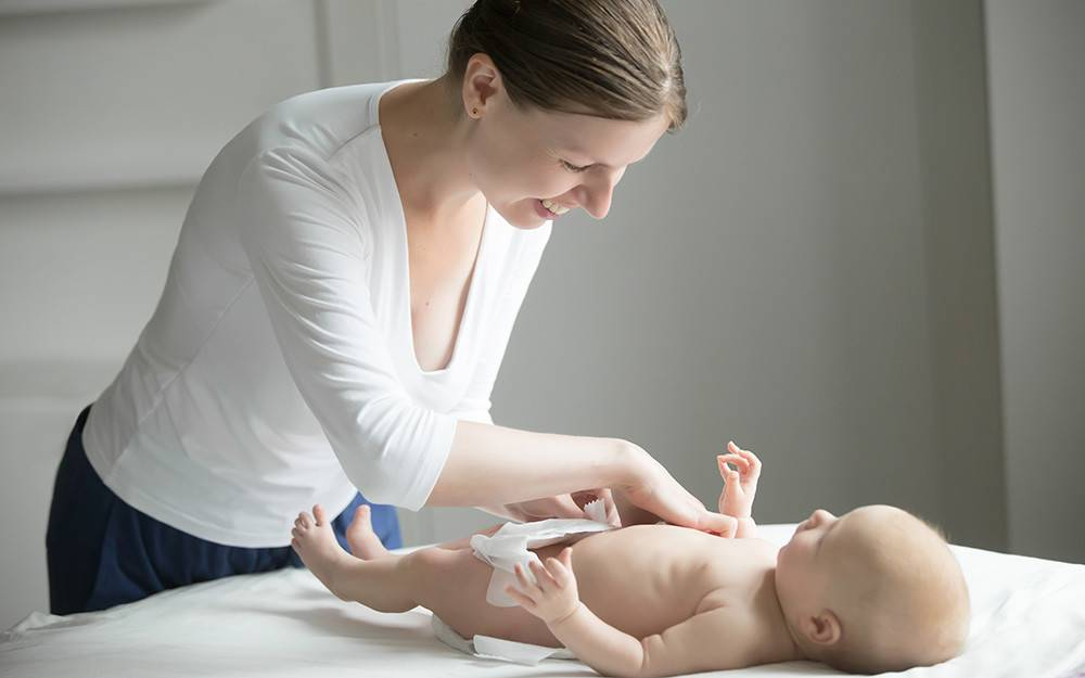 Гигиена новорожденных девочек, белый налет, особенности интимного ухода