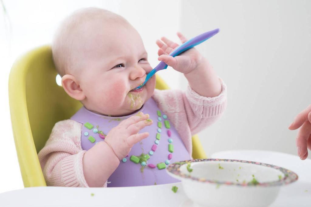Ребенок не ест безмолочную кашу — почему и что делать