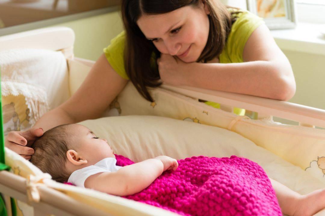 Приучаем ребенка засыпать самостоятельно в своей кроватке