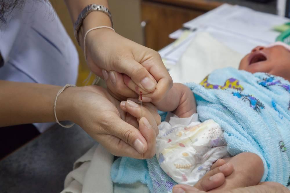 Как берут кровь из вены у грудничка: правила забора у новорожденных и годовалых детей