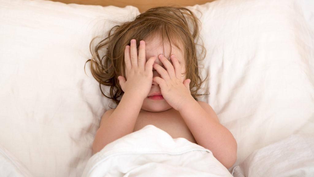 Почему грудничок сильно плачет перед сном: причины и способы наладить ночное укладывание ребенка