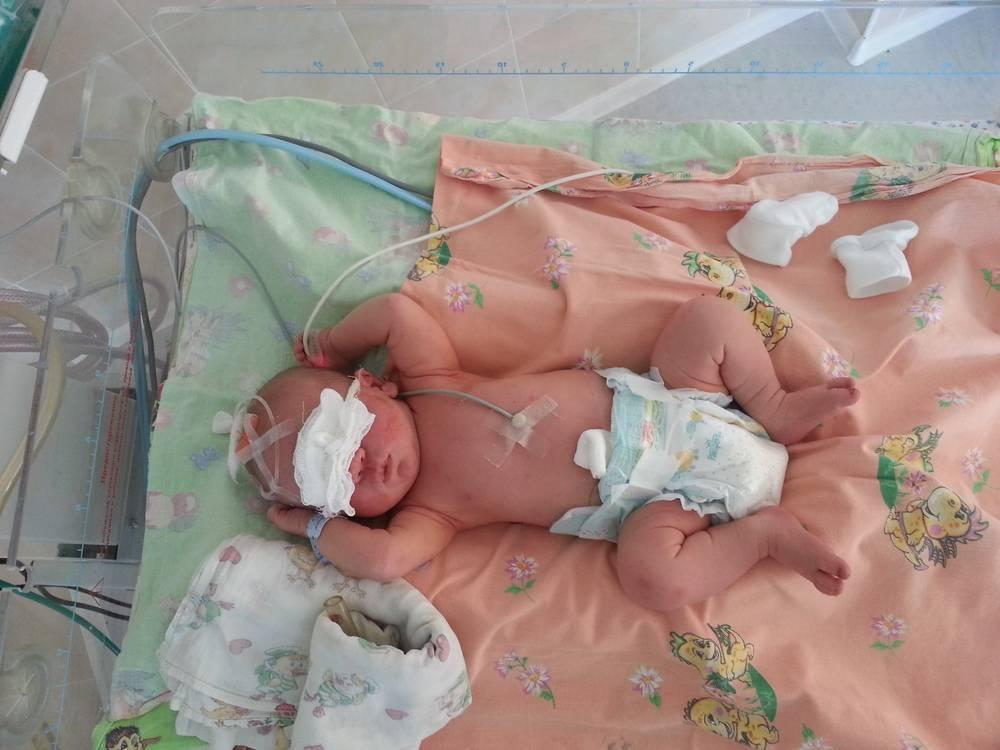 Почему младенцам полезно лежать на животе