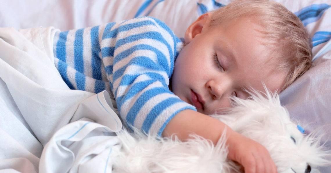Грудной ребенок плохо спит ночью, часто просыпается: что делать