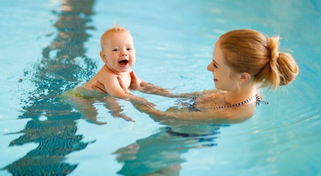 Бассейн для грудничков — раннее плавание для малышей