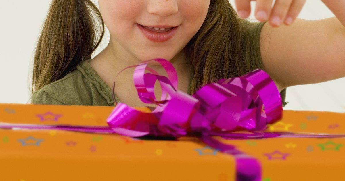 Что подарить мальчику на 7 лет:подборка самых интересных вариантов