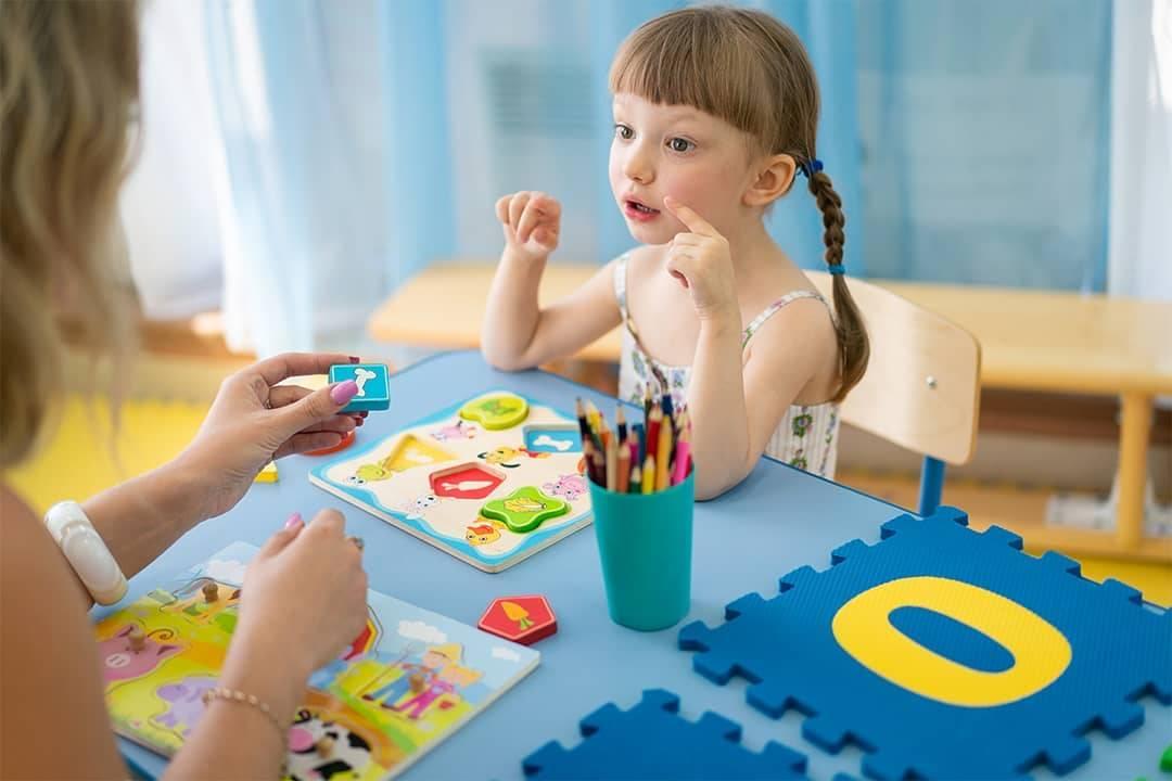 Как развивать ребенка в 4 месяца: игры, упражнения, мамина гимнастика с потешками.