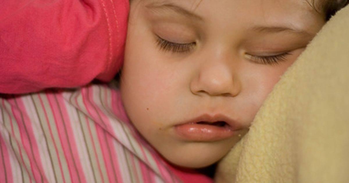 Потеет во сне голова у ребенка
