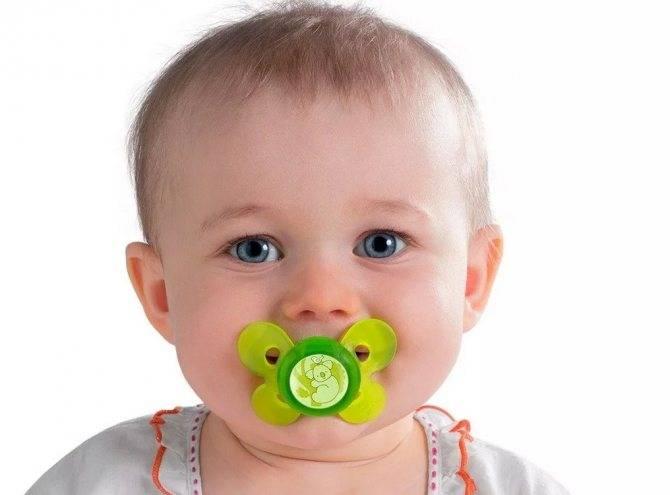Как приучить ребенка к пустышке: соске, сосанию пустышки, не берет соску, с какого возраста давать