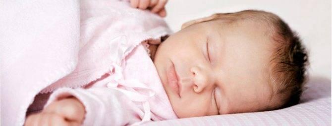 Почему у малыша во время сна может потеть голова