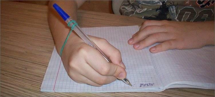 Как научить ребенка правильно держать карандаш: советы врачей и педагога