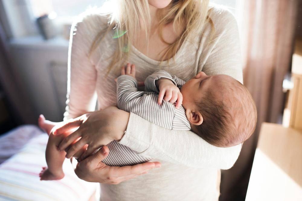 Как отучить ребенка от укачивания перед сном на руках
