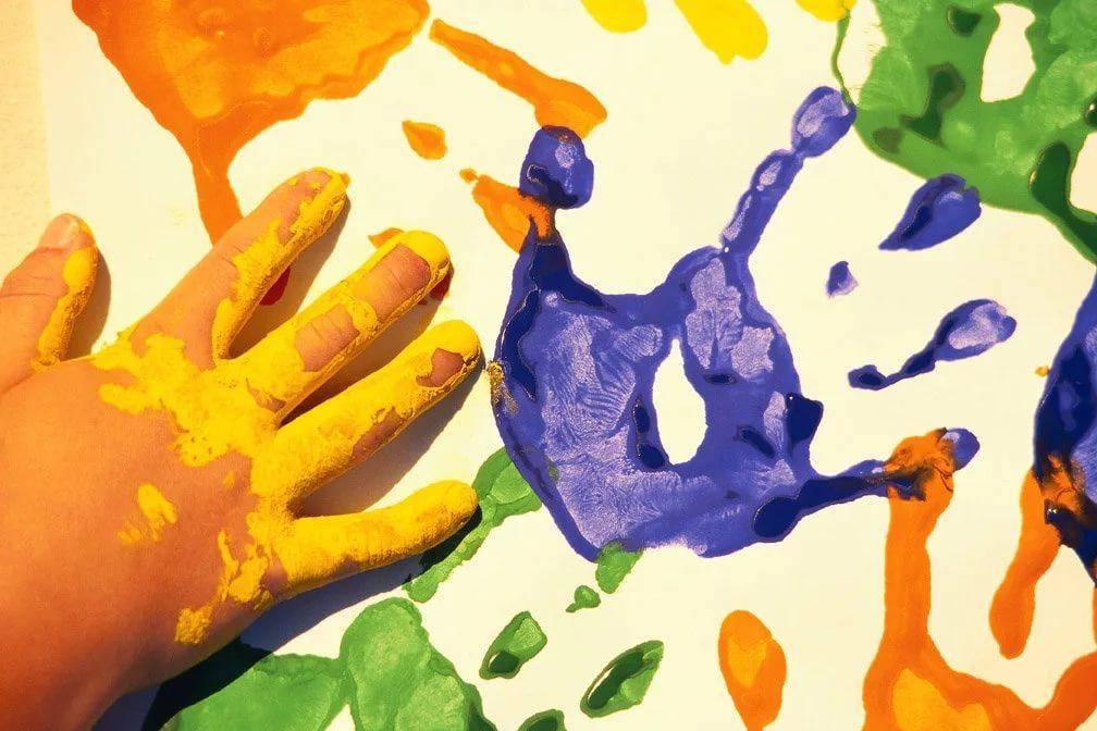 Когда ребенок рисует черным цветом что это значит