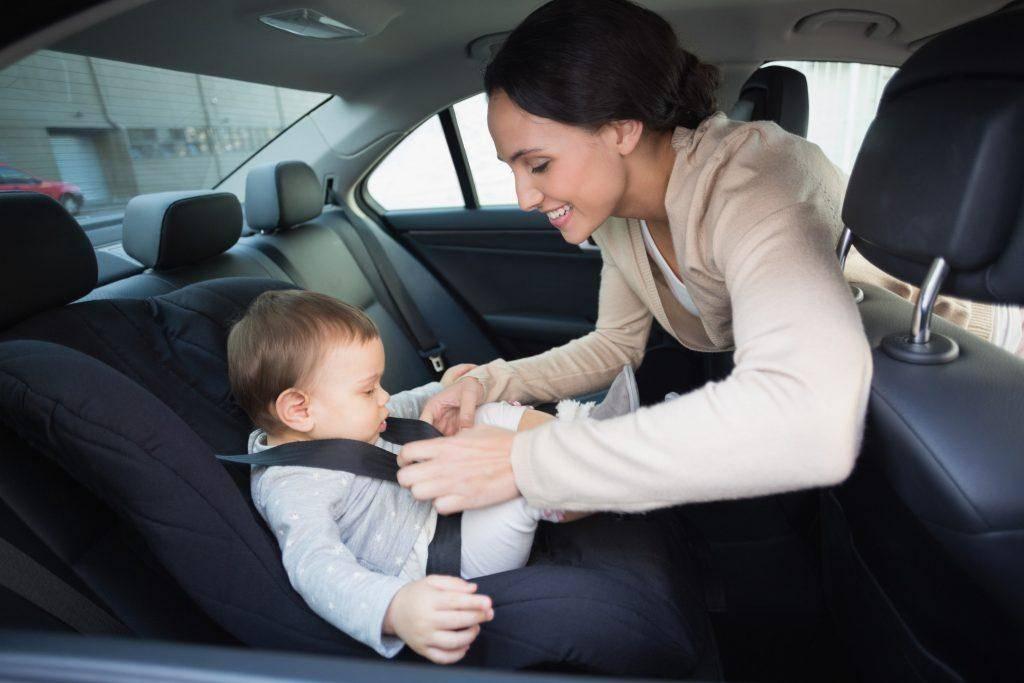 Как перевозить грудного ребёнка в машине: правила перевозки