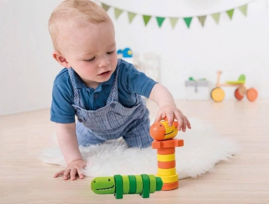 Как развивать ребенка в 4 месяца: игры в домашних условиях, занятия, игрушки