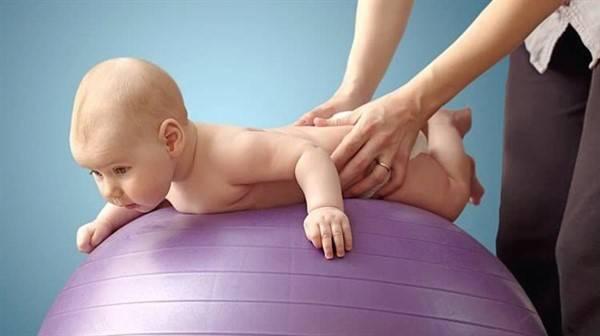 Как научить ребёнка переворачиваться с живота на спину
