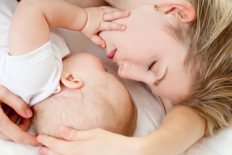 Сон ребенка с грудью: как отучить ребенка спать и все время сосать грудь?