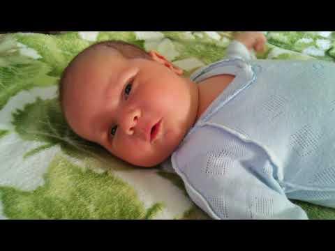 Почему малыш может кряхтеть во сне?