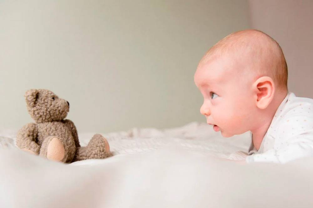 Когда малыш начинает агукать и гулить. и что делать, если у него не получается