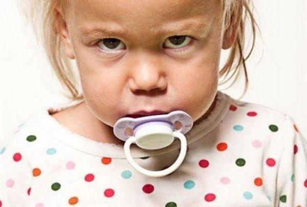 Как отучить ребенка от сосания пустышки