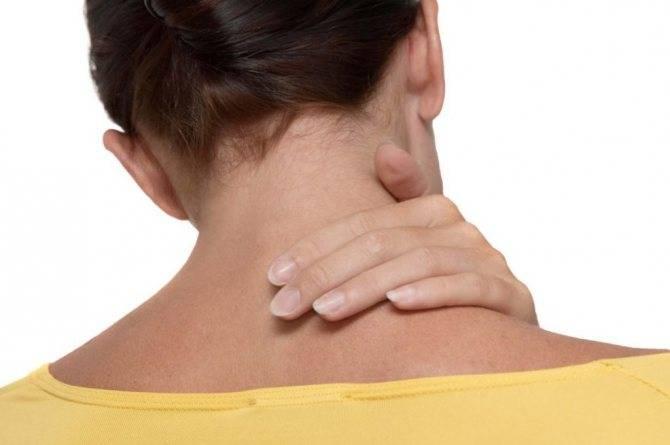 Болит шея и спина между лопатками | клиника «здравствуй»