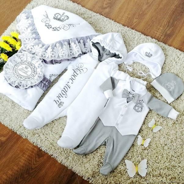 Одежда для новорождённых на выписку из роддома: список необходимых вещей