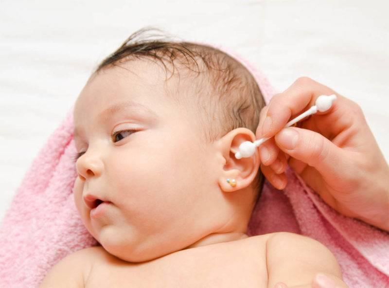 Как чистить уши новорожденному ребенку