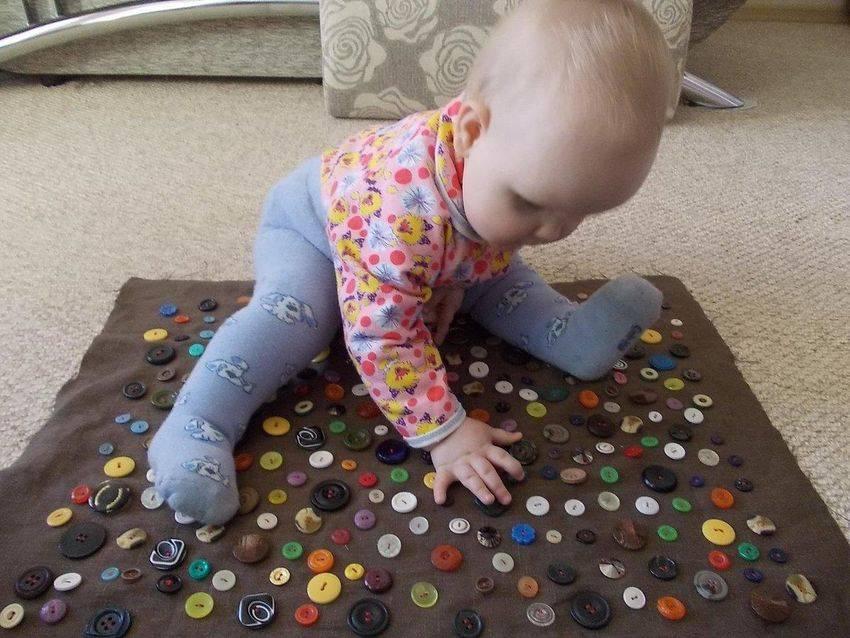 Развивающие игры для детей 5 месяцев, занятия и игрушки, как развивать малыша в пять месяцев