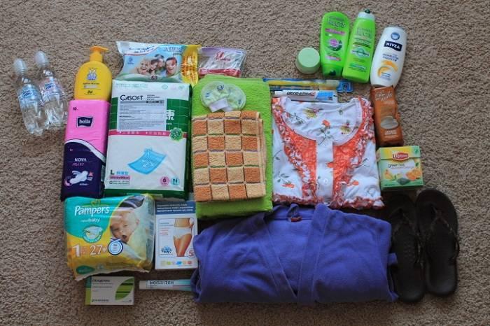 Сумка в роддом: список вещей для 4 пакетов - на роды, для мамы, для малыша, на выписку, одноразовые трусы, халат и другая одежда, документы беременной женщины