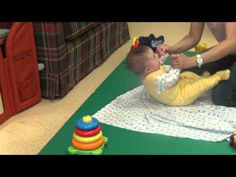 Как научить своего ребенка держать голову?