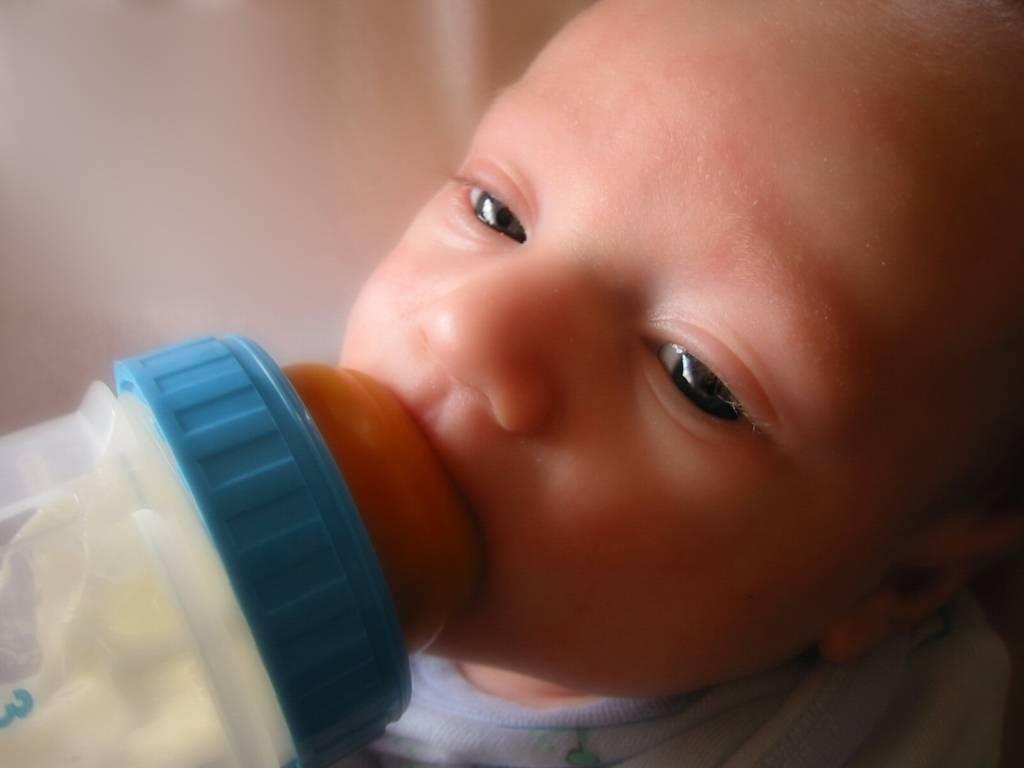 Что делать при икоте у новорожденного?