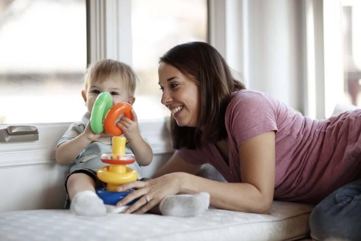 Развитие ребенка в 8 месяцев: что должен уметь делать, как развивать малыша в этот период и другие рекомендации