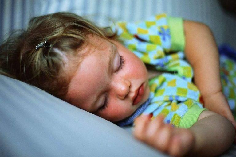 Храп мешает спать младенцу