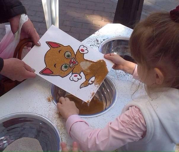 Рисование песком на световых столах (планшетах) для детей - польза, игры
