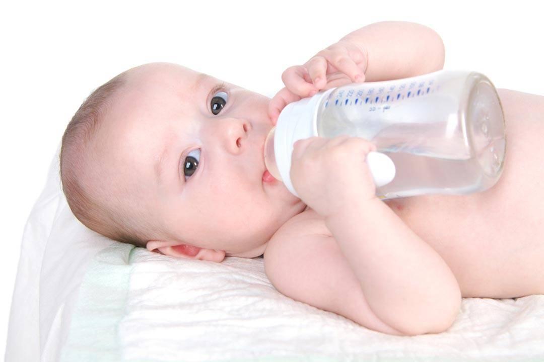 Что делать, если новорожденный ребенок отказывается пить воду на искусственном и гв