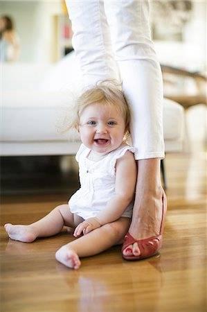 Со скольки месяцев можно сажать ребенка? во сколько можно сажать девочек и мальчиков по мнению специалистов? | семья и мама