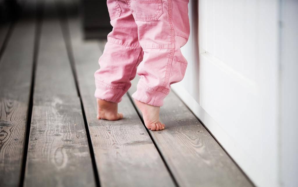 Ребенок ходит на носочках: норма и патология