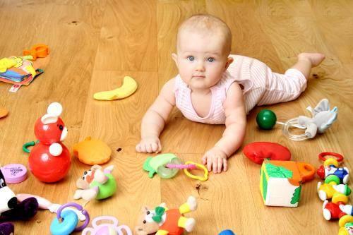 Как играть с младенцем: занятия от 1 месяца до 1 года