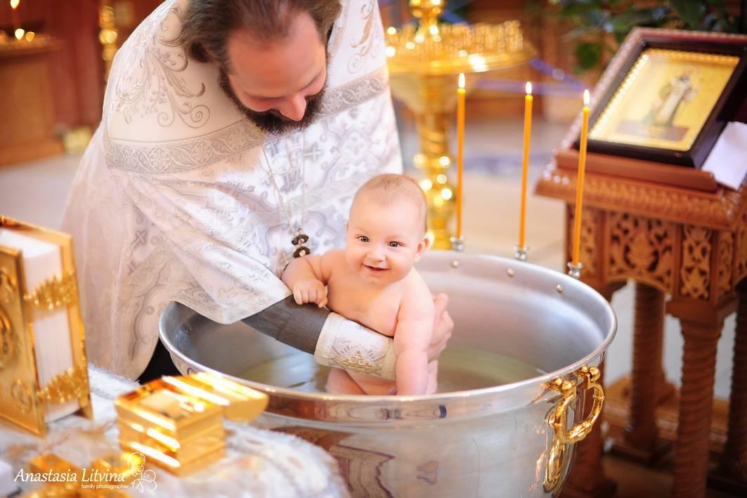 Обряд крещения ребенка: правила и приметы, особенности крестин девочки и мальчика, выбор подарка