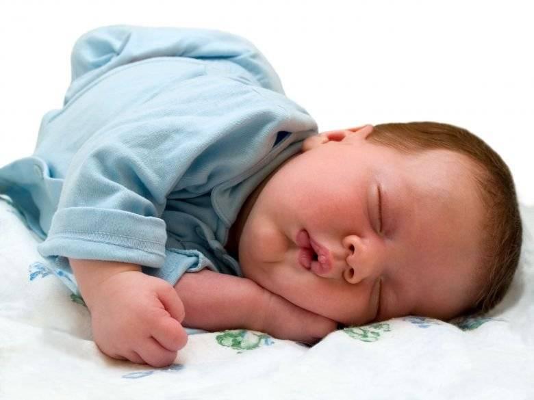 Ребенок закатывает глаза вверх или в сторону, когда засыпает или спит - почему это происходит?