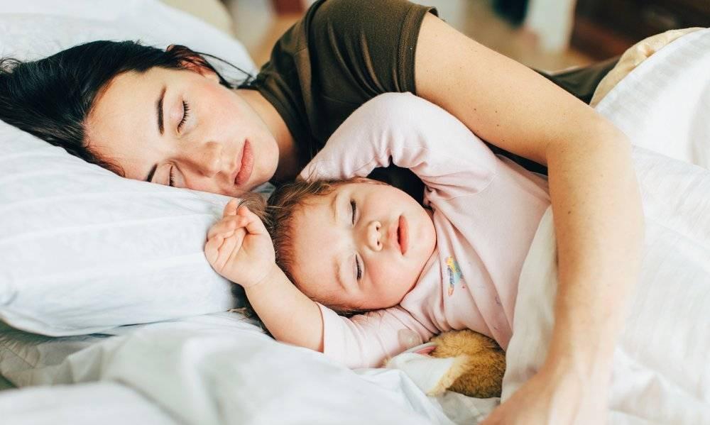 Сон ребенка рядом с матерью и развитие мозга