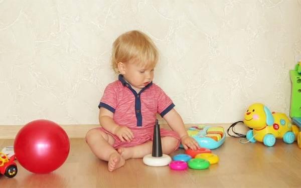 О том, как правильно отучать ребенка от рук в 1, 2, 3, 4, 5, 6, 7, 8 и 10 месяцев
