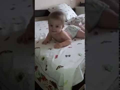 Доктор комаровский: что делать, если грудничок упал с кровати?